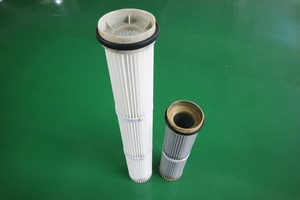 Down-installation chuck plastic filter cartridge